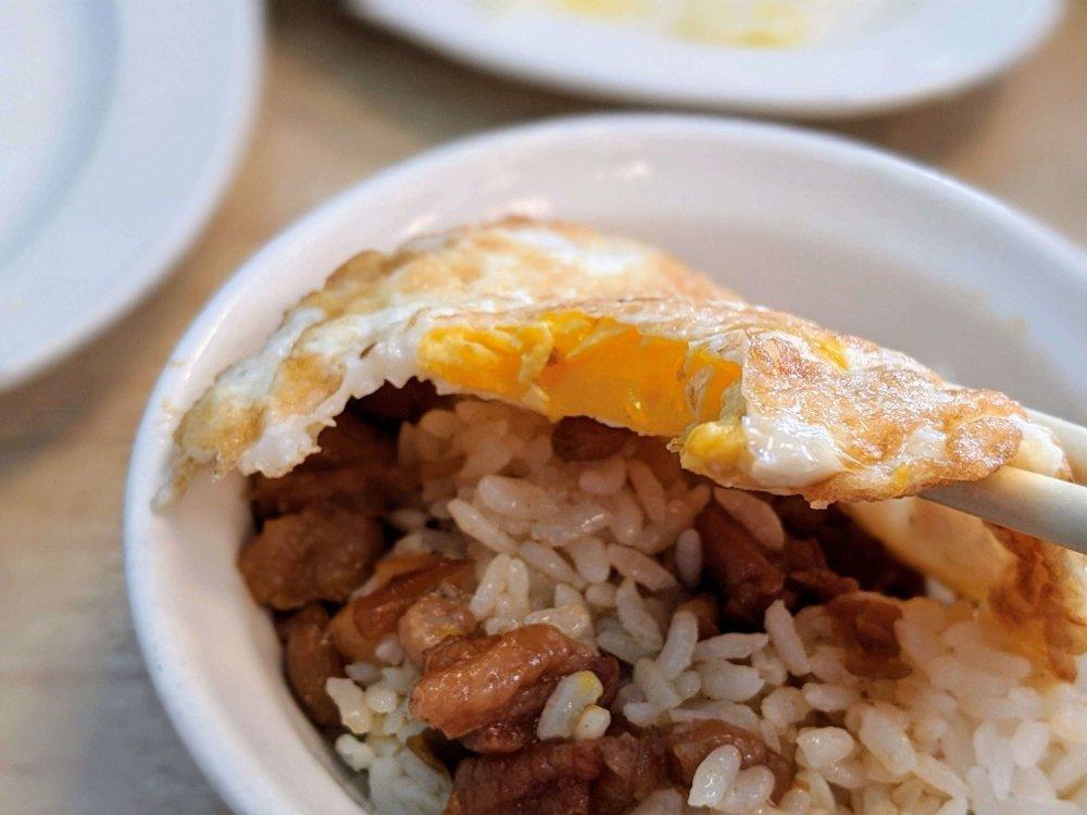 七海魚皮東門店 肉燥飯 (2)