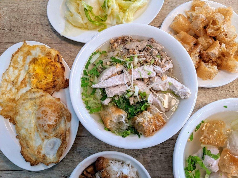 七海魚肚魚皮專賣店|大碗魚肉粥小菜便宜點.台南在地人早餐好味道