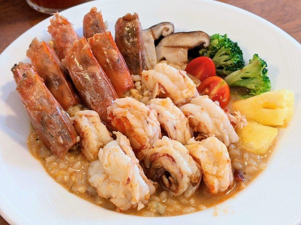 山大廚房|8隻天使紅蝦、整隻軟殼蟹燉飯,隱藏巷弄中美味一人西餐廳
