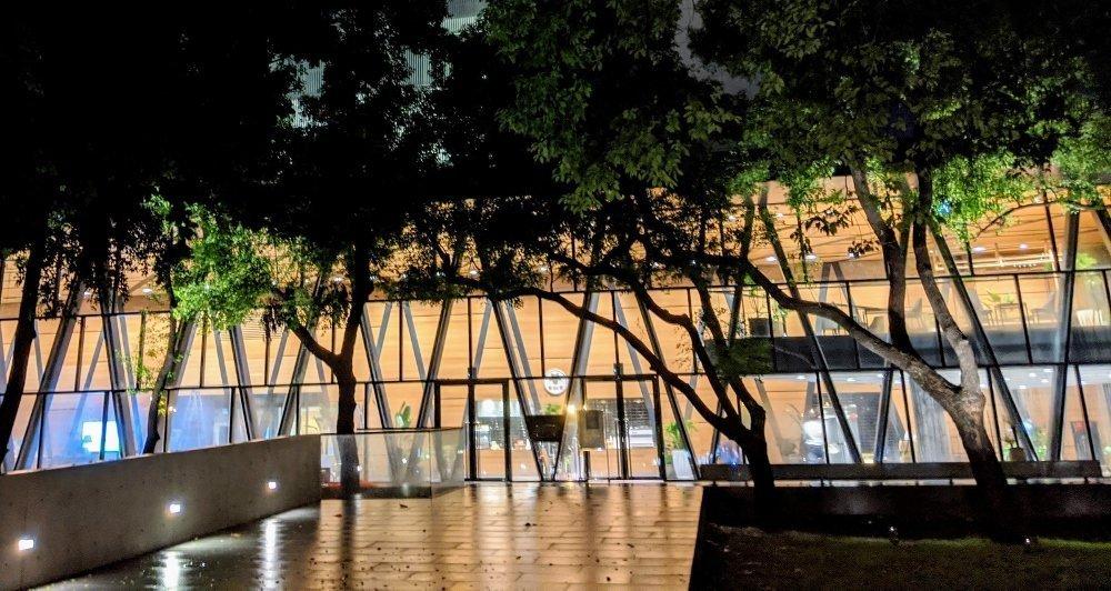 屏東總圖 森林圖書館|停車場/樓層資訊/兒童遊樂場/市集/夜景 完整資訊看這裡!