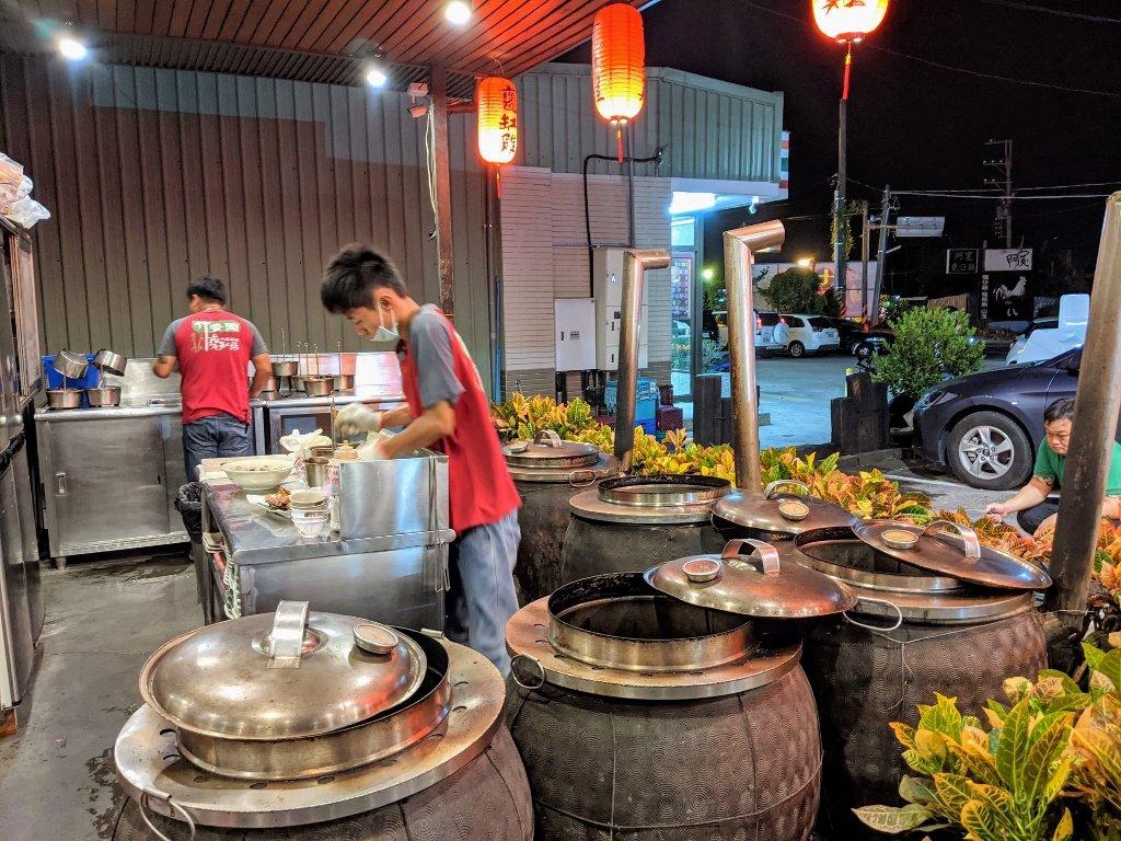 竹香園山產美食仙草店 烤土雞廚房