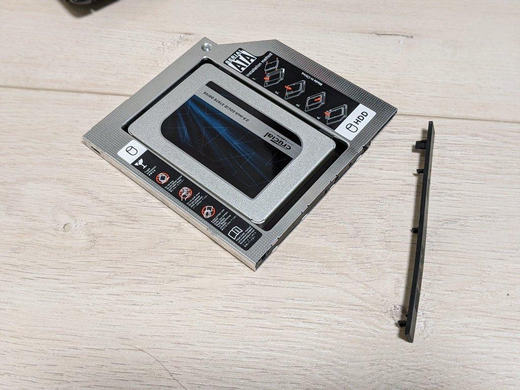筆電光碟機改裝SSD,將擋板裝上
