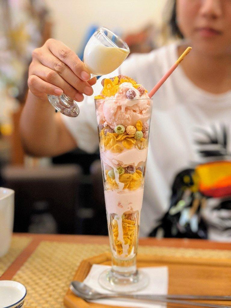 銀涓茶閣幸福草莓冰淇淋