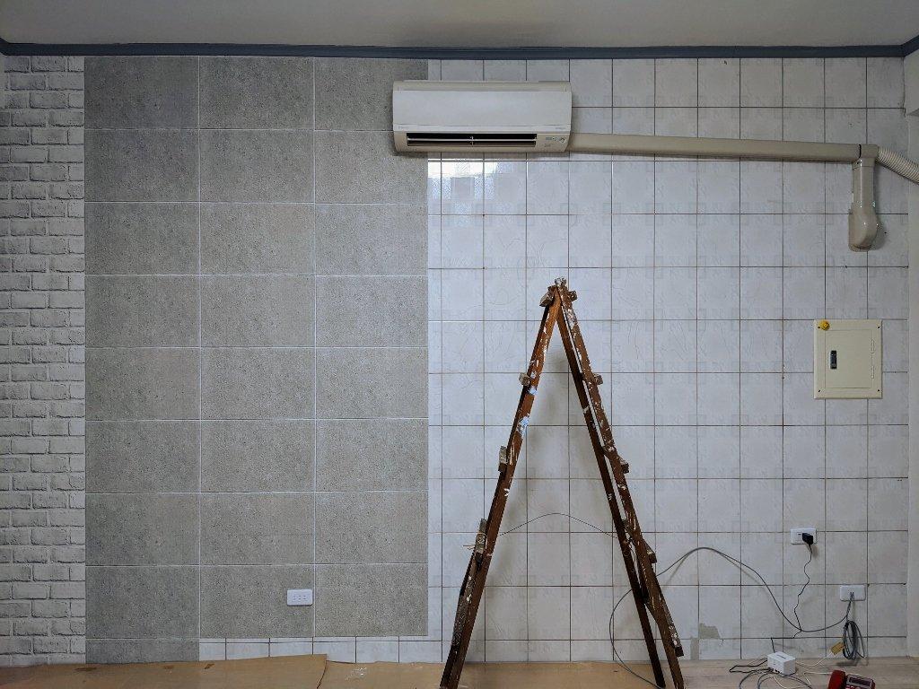 COSTCO 韓國高擬真水貼自黏壁紙電視牆黏貼過程 (1)