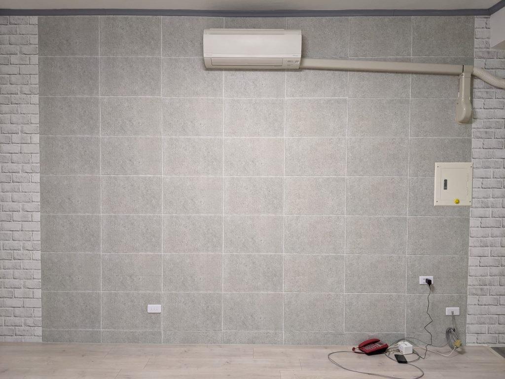 客廳改建日記|Costco高擬真水貼自黏壁紙 禾雅超耐磨木地板 1