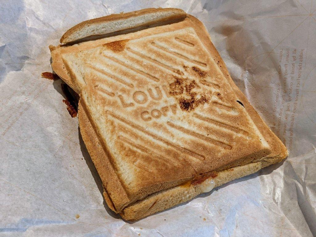傑仕堡商旅板橋館 路易莎咖啡 薑汁燒肉磚壓三明治