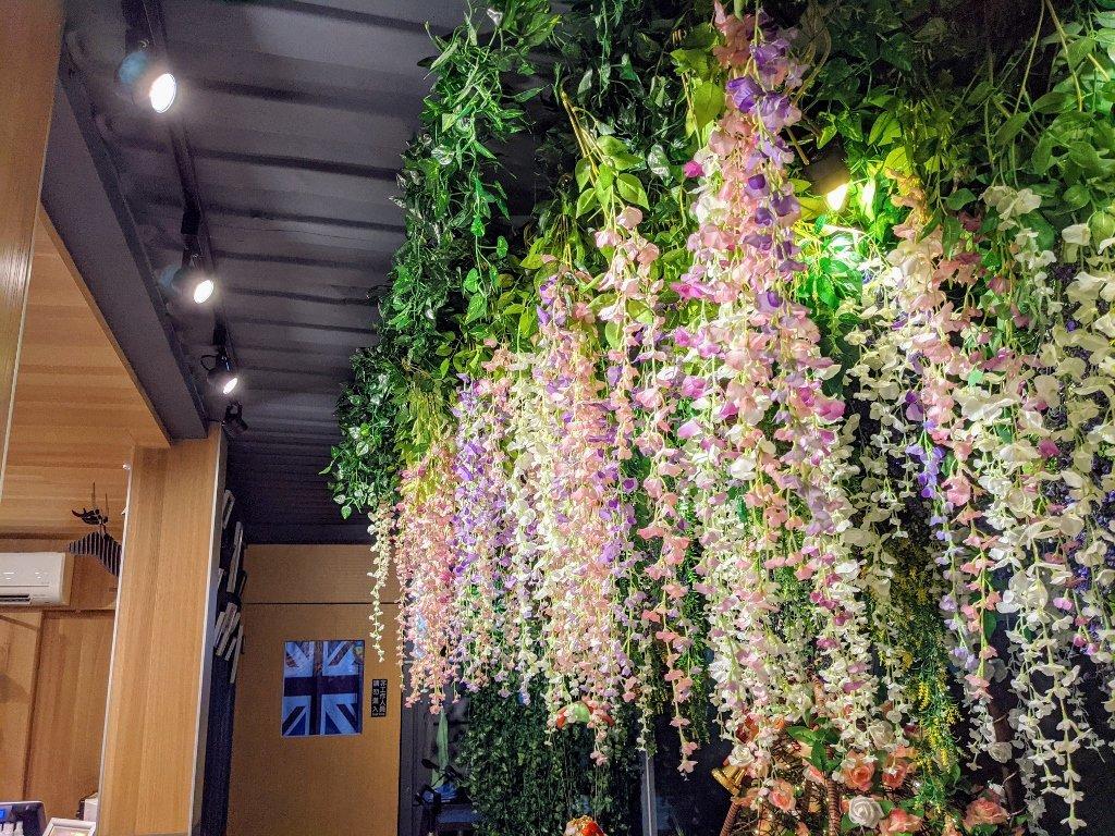 龜丹六二餐廳 花吊飾