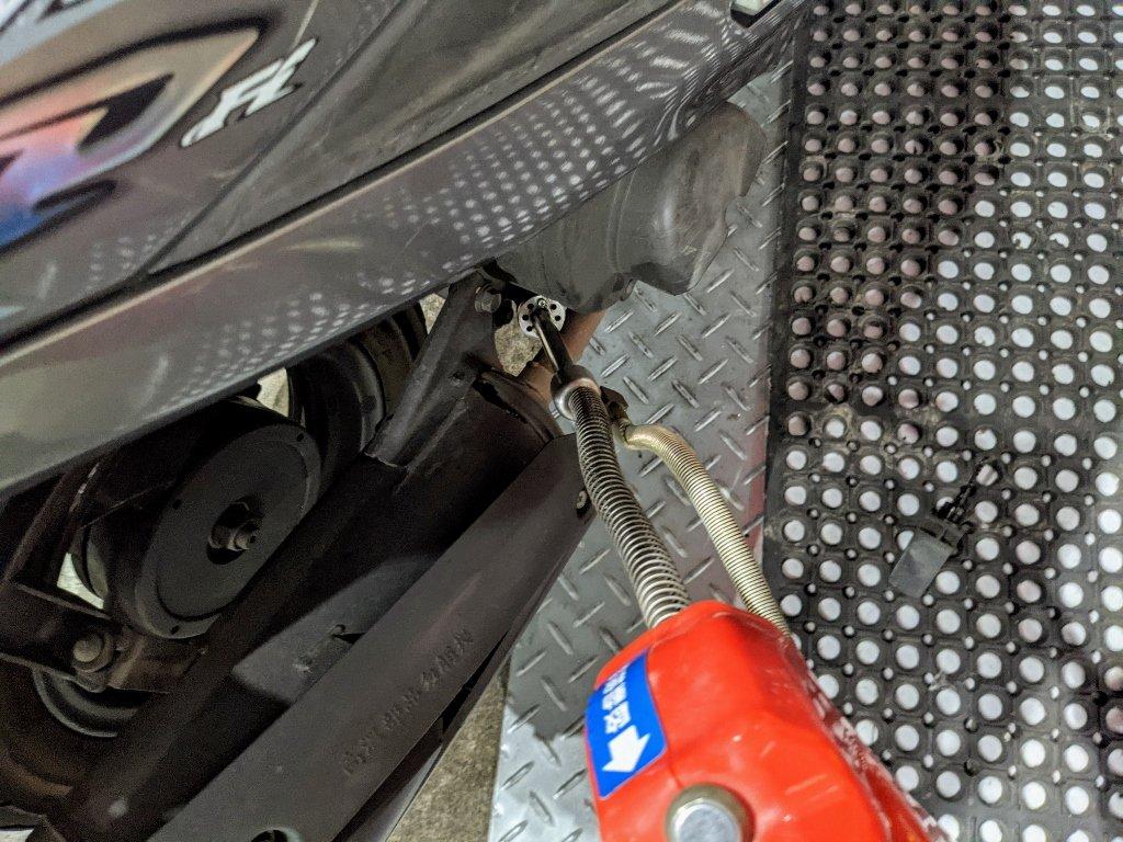 歐多麥換油機 插入機油孔