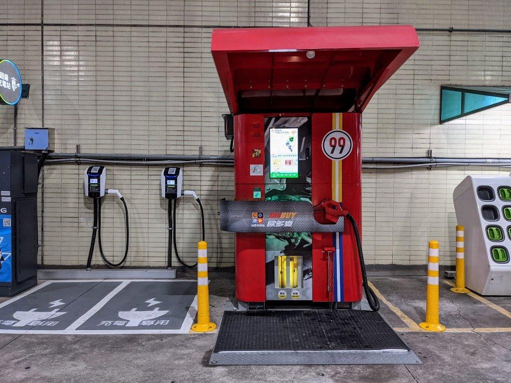 歐多麥OILBUY自助換油機|只要一百元.簡單操作24小時全年無休自助換機油