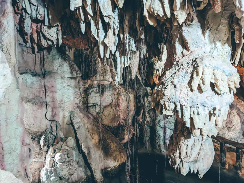 鐘乳石洞內 (1)