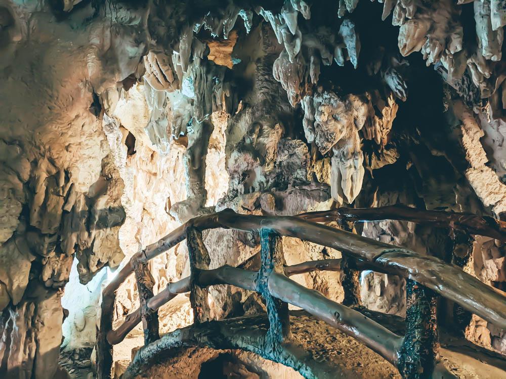 鐘乳石洞內 (2)