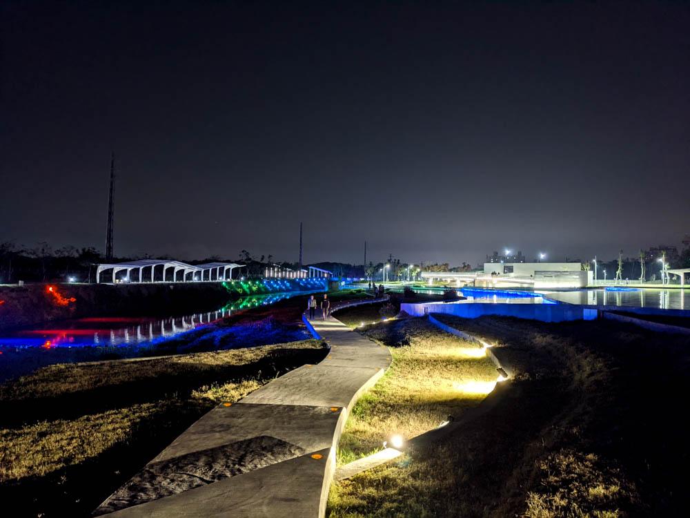 屏東縣民公園新景點 造紙廠遺址大改造,斑駁城牆裡的鋼構世界、超美夜景鏡面水池 2