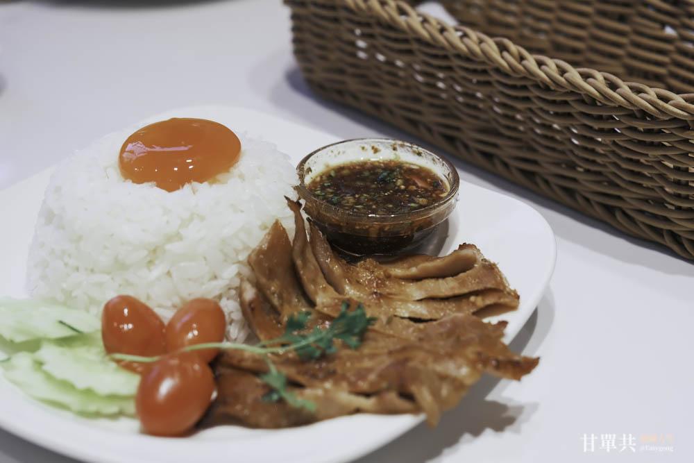 MUSA泰國料理烤松阪豬拌黃金蛋飯遠拍