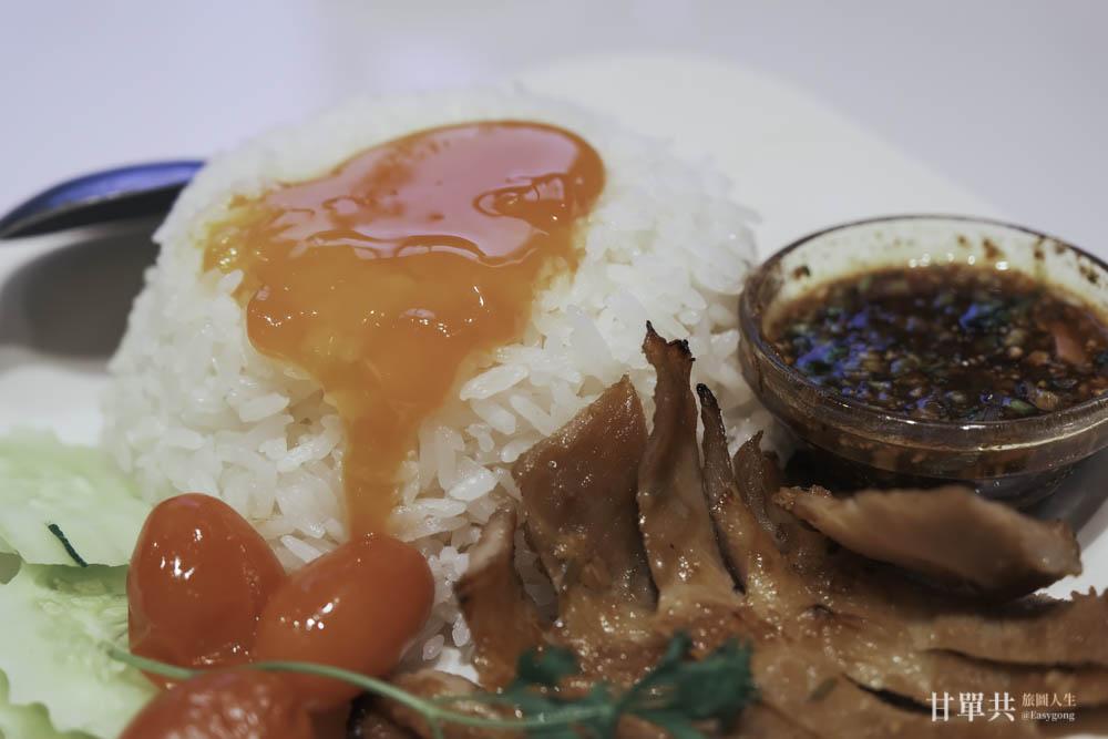 MUSA泰國料理烤松阪豬拌黃金蛋飯